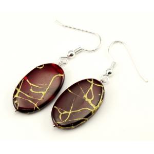 Boucle d'oreille en nacre - Ovale rouge sombre  lignes abstraites