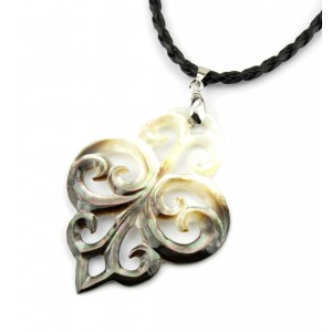 Necklace - Carved Mother of Pearl from Tahiti - Tatoo Pointed shapeTatoo Pointed shape