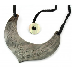 Engraved Black Mother of Pearl from Tahiti - Small Pectoral Kouma