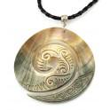 Pendentif en nacre noire gravée de Tahiti - Spirale Koru