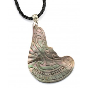 Pendant - Engraved Mother of Pearl from Tahiti - Abstract Maori Totem