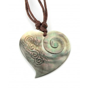 Pendant - Engraved Mother of Pearl from Tahiti - Maori Heart